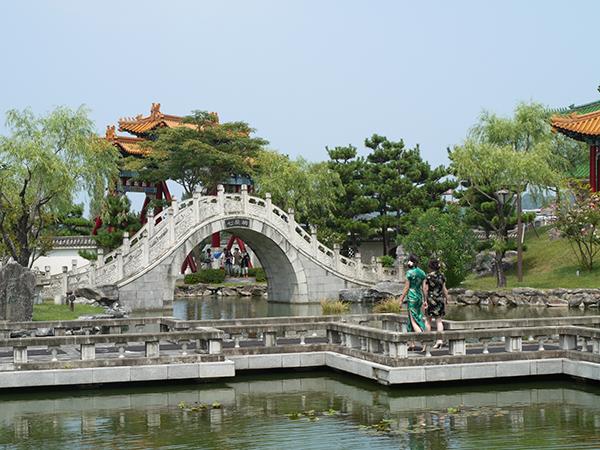 中国庭園 燕趙園でチャイナドレスに変身!