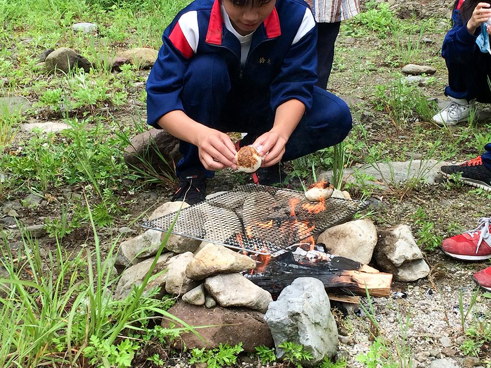 熊笹茶とおにぎり作り体験1